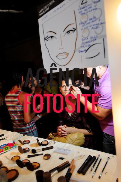 São Paulo, Brasil – 19/01/2009 - Backstage de Lino Villaventura durante o São Paulo Fashion Week  -  Inverno 2009. Foto : Gustavo Scatena / Ag. Fotosite