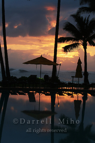 Feb. 17, 2006; Kahuku, Oahu, HI - The sun begins to set on the north shore of Oahu...Photo Credit: Darrell Miho.© Darrell Miho