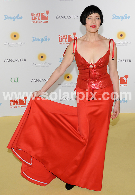 **ALL ROUND PICTURES FROM SOLARPIX.COM**.**SYNDICATION RIGHTS FOR UK AND SPAIN ONLY**.The yellow carpet for the gala Dreamball 2008 in Berlin in Germany..This pic:American actress and singer Helen Schneider..JOB REF:7405-CPR/Clemens Bilan      DATE:18_09_08.**MUST CREDIT SOLARPIX.COM OR DOUBLE FEE WILL BE CHARGED* *UNDER NO CIRCUMSTANCES IS THIS IMAGE TO BE REPRODUCED FOR ANY ONLINE EDITION WITHOUT PRIOR PERMISSION*