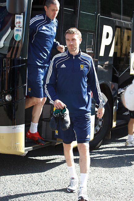 Stephen McManus and David Weir arrive for training