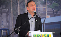 RIO DE JANEIRO, RJ, 14 DE JUNHO DE 2013 -PRESIDENTA DILMA NO PORTO MARAVILHA-RJ- O Ministro Aguinaldo Ribeiro na cerimônia de assinatura de contrato para construção e operação do veículo leve sobre trilhos (VLT) nas áreas central e portuária do Rio de Janeiro, na Zona Portuária Rio de Janeiro.FOTO:MARCELO FONSECA/BRAZIL PHOTO PRESS