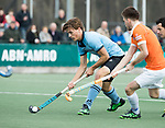 WASSENAAR - Hoofdklasse hockey heren, HGC-Bloemendaal (0-5)  Jorrit Croon (HGC) met Thierry Brinkman (Bldaal)      COPYRIGHT KOEN SUYK