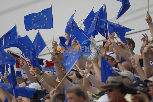 Part of the colourful gallery on the 1st tee during the Singles on the Final Day of the Ryder Cup at Valhalla Golf Club, Louisville, Kentucky, USA, 21st September 2008 (Photo by Eoin Clarke/GOLFFILE)