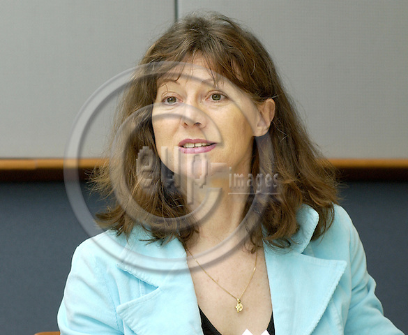 Brussels-Belgium - 25 May 2005---German MEP Hiltrud BREYER, Member of the Group of the Greens/European Free Alliance, of the Committee on Women's  Rights and Gender Equality, and of the Committee on the Environment, Public Health and Food Safety, during a press briefing on 'Health Claims' at the EP---Photo: Horst Wagner/eup-images