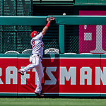 1 August 2018: Washington Nationals outfielder Juan Soto comes close to nabbing a home run ball hit by New York Mets third baseman Wilmer Flores in the 9th inning at Nationals Park in Washington, DC. The Nationals defeated the Mets 5-3 to sweep the 2-game weekday series. Mandatory Credit: Ed Wolfstein Photo *** RAW (NEF) Image File Available ***