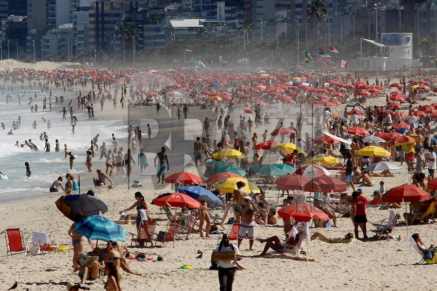 Rio de Janeiro, 5 de julho de 2012- Movimentação na praia do Arpoador-RJ, no início da tarde dessa  quinta-feira(5),zona sul da capital fluminense.<br /> Guto Maia Brazil Photo Press