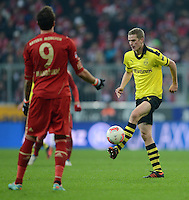 FUSSBALL   1. BUNDESLIGA  SAISON 2012/2013   15. Spieltag FC Bayern Muenchen - Borussia Dortmund     01.12.2012 Sven Bender (Borussia Dortmund) am Ball