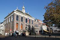 Nederland Zaltbommel 2016. Panden aan de Markt in het centrum van Zaltbommmel. Links het oude Stadhuis.  Foto Berlinda van Dam / Hollandse Hoogte