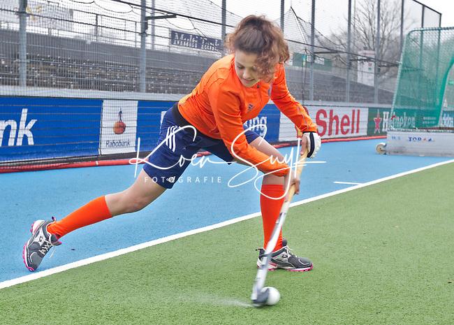 AMSTELVEEN  - Tips & Trucs HW 2011 voor Hockey Weekly. Met Macey de Ruiter en Hannah Lemmens. COPYRIGHT KOEN SUYK