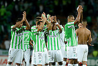 MEDELLÍN -COLOMBIA-03-12-2014. Jugadores de Atlético Nacional de Colombia saludan a los seguidores después del encuentro de ida con River Plate de Argentina por la final en la Copa Total Sudamericana 2014 realizado en el estadio Atanasio Girardot de Medellín./ Players of Atletico Nacional of Colombia wave the hands to greets their followers after the first leg match with River Plate of Argentina for the final of the Copa Total Sudamericana 2014 played at Atanasio Girardot stadium in Medellin. Photo: VizzorImage/Luis Ríos/STR