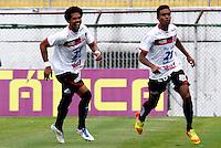 S&Atilde;O PAULO, SP,21 JANEIRO 2012- CAMPEONATO PAULISTA - PORTUGUESA x PAULISTA<br />  Denner (d) comemora gol durante partida Portuguesa X Paulista v&aacute;lido pela 1&ordm; rodada do Campeonato Paulista no Est&aacute;dio Dr. Osvaldo Teixeira Duarte ( Canond&eacute; ) na tarde deste Sabado (21).(FOTO: ALE VIANNA - NEWS FREE).