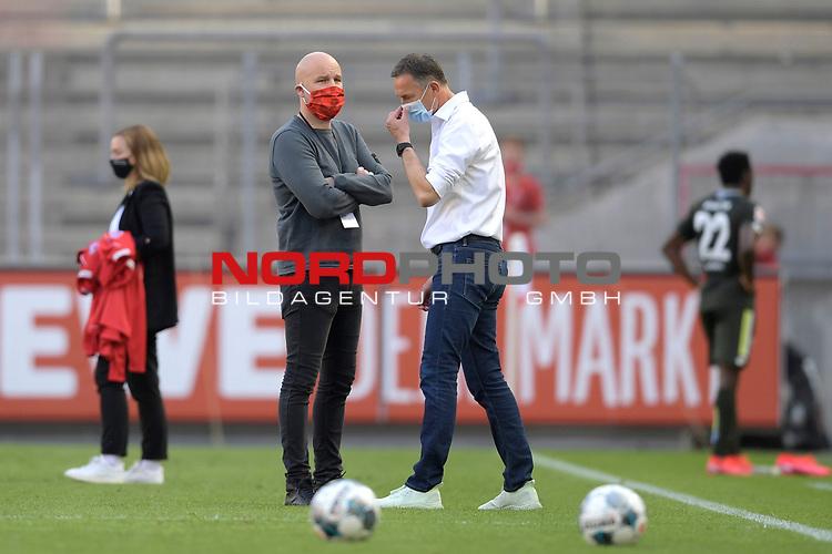 nph00351: v.re:Achim BEIERLORZER ,Trainer (1.FSV Mainz 05),<br /> Rouven SCHROEDER <br /> (Sportvorstand,Manger MZ) <br /> nach Spielende.Sie tragen Mundschutz,Masken.<br /> Sport: Fussball: 1. Bundesliga: Saison 19/20: 26.Spieltag: 1.FC KOELN-FSV MAINZ 05,17.05.2020.<br /> Foto: Anke Waelischmiller/SVEN SIMON/POOL / via Meuter/nordphoto<br /> <br /> Nur für journalistische Zwecke! Only for editorial use!<br /> Gemäß den Vorgaben der DFL Deutsche Fußball Liga ist es untersagt, in dem Stadion und/oder vom Spiel angefertigte Fotoaufnahmen in Form von Sequenzbildern und/oder videoähnlichen Fotostrecken zu verwerten bzw. verwerten zu lassen. DFL regulations prohibit any use of photographs as image sequences and/or quasi-video.