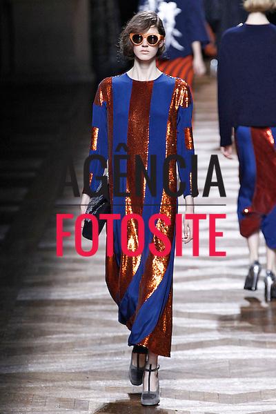 Paris, Franca &ndash; 02/2014 - Desfile de Dries van Noten durante a Semana de moda de Paris - Inverno 2014. <br /> Foto: FOTOSITE