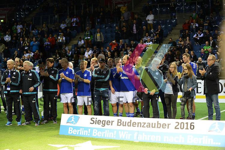 Sieger des Krefelder Budenzaubers 2016 der Fussball Legenden wurde Schalke 04 beim Budenzauber in Krefeld.<br /> <br /> Foto &copy; PIX-Sportfotos *** Foto ist honorarpflichtig! *** Auf Anfrage in hoeherer Qualitaet/Aufloesung. Belegexemplar erbeten. Veroeffentlichung ausschliesslich fuer journalistisch-publizistische Zwecke. For editorial use only.