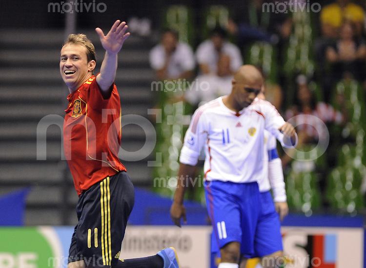 Fussball  International  FIFA  FUTSAL WM 2008   11.10.2008 Vorrunde Gruppe F Spanien - Russland Spain - Russland Marcelo (ESP) jubelt nach dem 4-2, rechts Sirilo (RUS)
