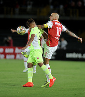 BOGOTA - COLOMBIA - 24-07-2016: Omar Perez (Der.) jugador de Independiente Santa Fe disputa el balón con Brayan Rovira (Izq) jugador de Envigado FC, durante partido por la fecha 5 entre Independiente Santa Fe y Envigado FC, de la Liga Aguila II-2016, en el estadio Nemesio Camacho El Campin de la ciudad de Bogota. / Omar Perez (R) player of Independiente Santa Fe struggles for the ball with Brayan Rovira (L) player of Envigado FC, during a match of the date 5 between Independiente Santa Fe and Envigado FC, for the Liga Aguila II -2016 at the Nemesio Camacho El Campin Stadium in Bogota city, Photo: VizzorImage / Luis Ramirez / Staff.