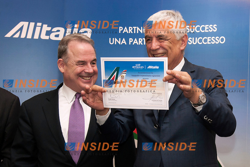 James Hogan e Gabriele Del Torchio<br /> Roma 08-08-2014  Hotel Eden. Firma dell'accordo Ethiad-Alitalia con la quale Ethiad possiede il 49% di Alitalia<br /> Signature of the partnership of Ethiad and Alitalia. Ethiad owns now 49% of Alitalia<br /> Photo Samantha Zucchi Insidefoto