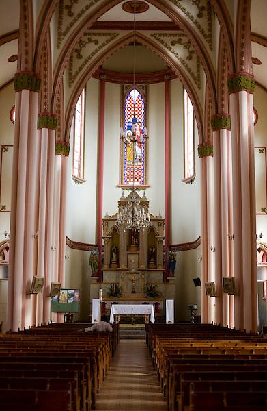Matipo_MG, Brasil...Interior da Igreja Matriz de Sao Joao Batista em Matipo...Inside the Sao Joao Batista church in Matipo...Foto: BRUNO MAGALHAES / NITRO