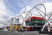 Nederland  Amsterdam -  September 2018. De Foodstrip in de Bijlmer. Verschillende fastfoodketens op een rij.   Foto Berlinda van Dam / Hollandse Hoogte