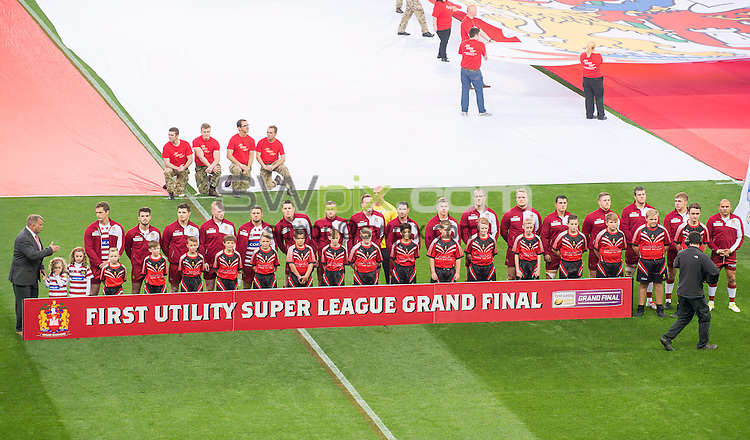 Picture by Allan McKenzie/SWpix.com - 10/10/2015 - Rugby League - First Utility Super League Grand Final - Leeds Rhinos v Wigan Warriors - Old Trafford, Manchester, England - Wigan Warriors line up with their mascots.