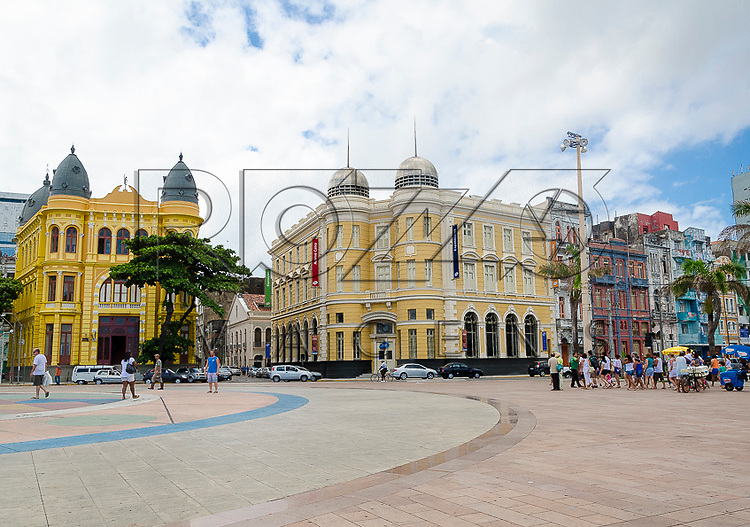 Praça Barão do Rio Branco - Marco Zero com Associação Comercial de Pernambuco à esquerda. Caixa Cultural - Edifício Arnaldo Dubeux - antiga Bolsa de Valores à direita - centro histórico de Recife - PE, 12/2012.