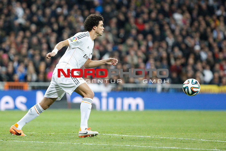 Real Madrid¬¥s Pepe during King¬¥s Cup (Copa del Rey) semifinal match in Santiago Bernabeu stadium in Madrid, Spain. February 05, 2014. Foto © nph / Victor Blanco)