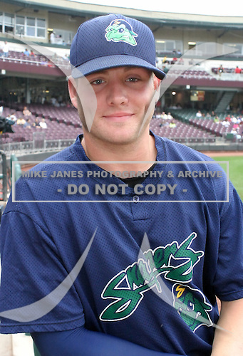 August 30, 2003:  Jon Huizinga of the Beloit Snappers, Class-A affiliate of the Milwaukee Brewers, during a Midwest League game at Fifth Third Field in Dayton, OH.  Photo by:  Mike Janes/Four Seam Images