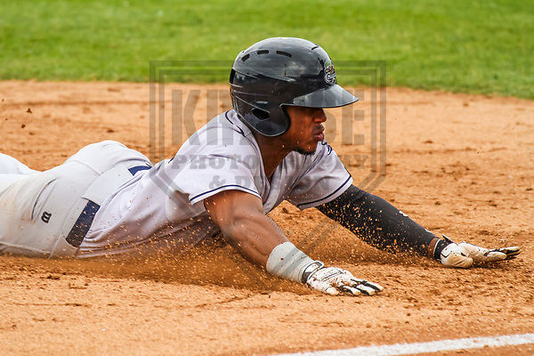 Kane County Cougars second baseman Fernery Ozuna (9) during a Midwest League game against the Wisconsin Timber Rattlers on June 11, 2017 at Fox Cities Stadium in Appleton, Wisconsin.  Kane County defeated Wisconsin 6-4. (Brad Krause/Krause Sports Photography)