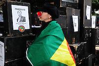 RIIO DE JANEIRO,RJ31.10.2013: ATO GRITO DA LIBERDADE NO CENTRO DO RIO- Ato unificado reuniu  milhares de manifestantes no Forum do Rio, na Avenida Primeiro de Março nesta tarde. Grupos que defendem a liberdade de expressão, pessoas do meio artistico e outros grupos se reuniram as 15:00 horas e depois sairam em passeata, passaram pela Alerj em direção a Cinelândia.  Entre as reivindicações, estão as péssimas condições de transporte público e fortes críticas contra o governo de Sergio Cabral e do prefeito Eduardo Paes. O grupo também pede a libertação de presos político detidos nos últimos protestos. SANDROVOX/BRAZILPHOTOPRESS