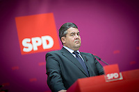 Bundeswirtschaftsminister und Vizekanzler Sigmar Gabriel (SPD) gibt am Montag (15.09.14) in Berlin eine Pressekonferenz zu den Landtagswahlen in Brandenburg und Th&uuml;ringen.<br /> Foto: Axel Schmidt/CommonLens