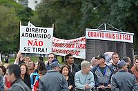 SAO PAULO, SP, 09.07.2013 - DESFILE 9 DE JULHO - Manifestantes protestam contra o Governado de São Paulo Geraldo Alckmin durante Desfile em comemoração à Revolução Constitucionalista de 1932, neste 9 de Julho, em São Paulo. FOTO: LEVI BIANCO - BRAZIL PHOTO PRESS