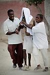 The cholera epidemic in Haiti has already killed 4.500 people and sickened more than 250.000. Un enfermo de Colera en las calles de Gonaives buscando un transporte para llegar a algun centro de asistencia. Photo by Jose L. Cuesta