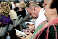Testimoni di Geova, congresso e Battesimo al PalaLottomatica