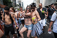 SÃO PAULO,SP, 18.06.2017 - PARADA-SP - Público durante a 21º Parada do orgulho LGBT na avenida Paulista em São Paulo neste domingo, 18. (Foto: Rogério Gomes/Brazil Photo Press)