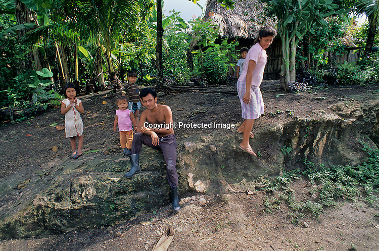 Guetemala, natives living in Biosphere Reserve, Peten, family, house, children, Maya Remote Imaging, Daily life