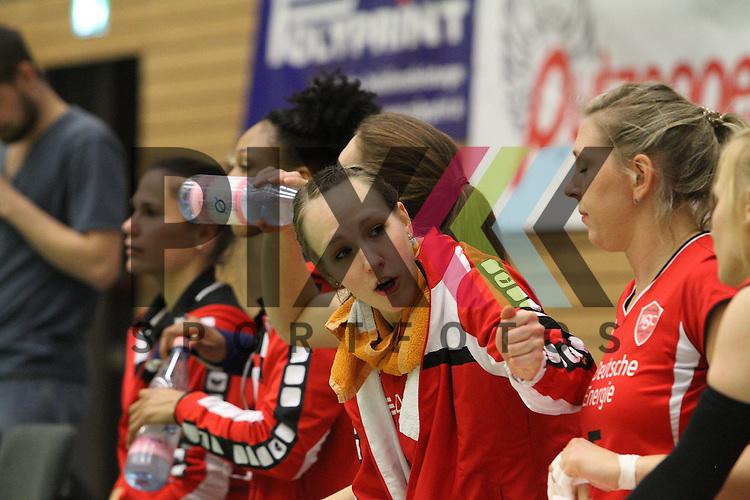 Koepenicks Pia Riedel auf der Bank beim Spiel in der Volleyball Frauen 1. Bundesliga Koepenicker SC Berlin  - Allianz MTV Stuttgart .<br /> <br /> Foto © PIX-Sportfotos *** Foto ist honorarpflichtig! *** Auf Anfrage in hoeherer Qualitaet/Aufloesung. Belegexemplar erbeten. Veroeffentlichung ausschliesslich fuer journalistisch-publizistische Zwecke. For editorial use only.