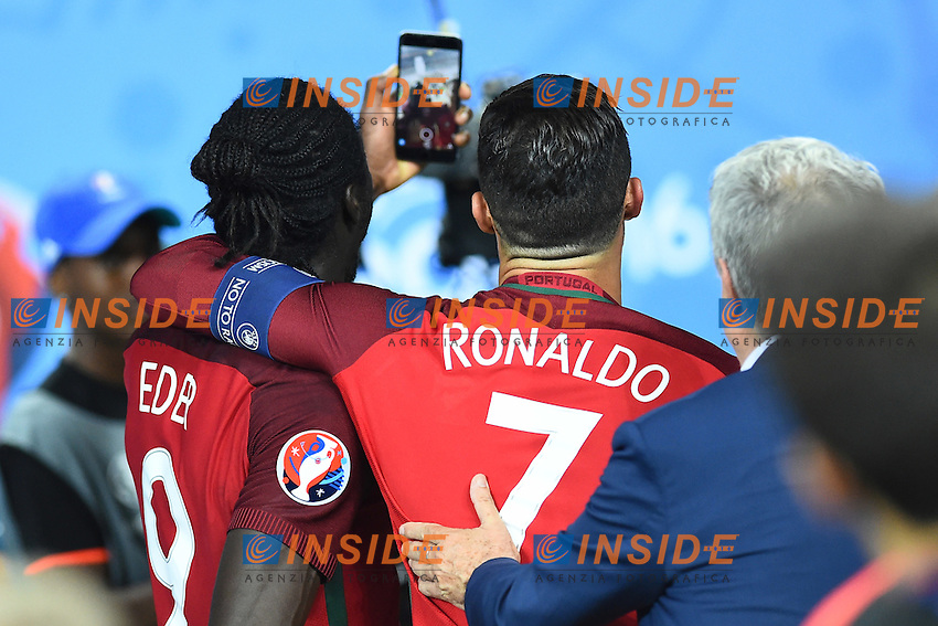Esultanza fine partita Cristiano Ronaldo e Eder celebration end of match selfie<br /> Paris 10-07-2016 Stade de France Football Euro2016 Portugal - France / Portogallo - Francia Finale / Final<br /> Foto Massimo Insabato / Insidefoto