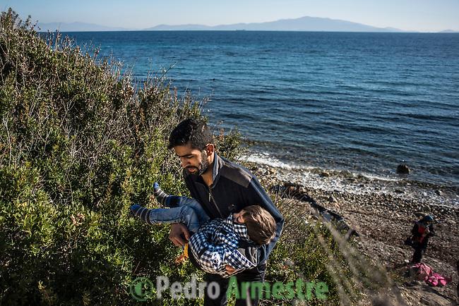2015/12/04. Mytilene, Lesbos. Grecia. <br /> Three months after the death of Aylan Kurdi, Save the Children remember that the security of the borders can not be above the rights of refugees. Only in Greece, 728,000 refugees have arrived this year, 26% are children. Most small boats have arrived in the Greek island of Lesbos from Turkey. Pedro Armestre / Save the Children.<br /> Tres meses despu&eacute;s de la muerte de Aylan Kurdi, Save the Children recuerda que la seguridad de las fronteras no puede estar por encima de los derechos de los refugiados. Solo a Grecia han llegada m&aacute;s 728.000 personas refugiadas en lo que va de a&ntilde;o, el 26% son ni&ntilde;os. La mayor&iacute;a han llegado en peque&ntilde;as embarcaciones a la isla griega  de Lesbos procedentes de Turqu&iacute;a. Desde la muerte de Aylan m&aacute;s de 120 ni&ntilde;os han muerto en el mar intentando llegar a Europa. <br />  &copy; Pedro Armestre/ Save the Children Handout. No ventas -No Archivos - Uso editorial solamente - Uso libre solamente para 14 d&iacute;as despu&eacute;s de liberaci&oacute;n. Foto proporcionada por SAVE THE CHILDREN, uso solamente para ilustrar noticias o comentarios sobre los hechos o eventos representados en esta imagen.<br /> &copy; Pedro Armestre/ Save the Children Handout - No sales - No Archives - Editorial Use Only - Free use only for 14 days after release. Photo provided by SAVE THE CHILDREN, distributed handout photo to be used only to illustrate news reporting or commentary on the facts or events depicted in this image.