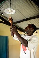 KENYA, County Kakamega, Bukura, village Eshibeye, milk cow farm, biogas plant, biogas lamp / KENIA, County Kakamega, Bukura, Dorf Eshibeye, Milchkuh Farm, Biogasanlage, Gaslampe