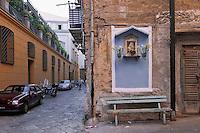Palermo: Vetriera alley, glimpse of Sambuca  palace (eighteenth century), in front of old buildings in decay.<br /> Palermo: via della vetriera, visibile palazzo Sambuca (XVIII sec), di fronte a palazzine in degrado.