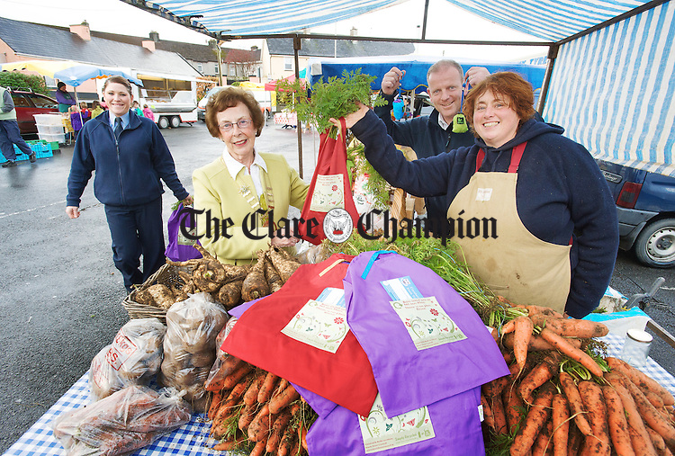Nora Murphy, Litter/Traffic Warden, Acting Mayor of Ennis Mary Coote Ryan, Gerry Murphy, Environment Section Ennis Town Council, at the launch of the new Ennis Town Council Re-usable Shopping bags with Vegetable stall holder Liz Griffiths of Carron during the Friday farmers Market in Ennis. Photograph by John Kelly.