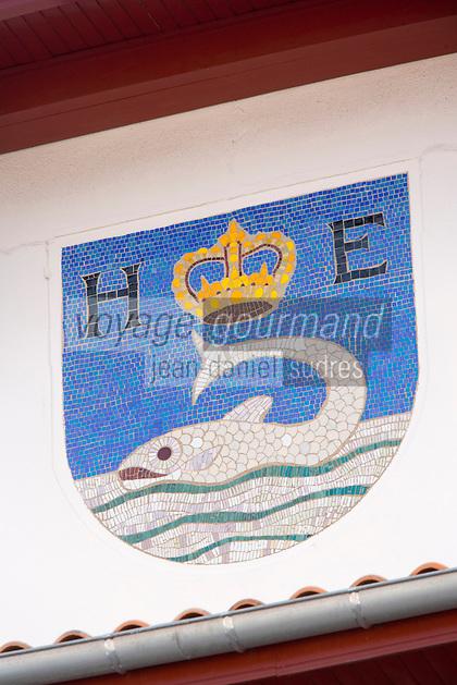 Europe/France/Aquitaine/64/Pyrénées-Atlantiques/Pays Basque/Hendaye: les armes de la ville sur l'Hotel de Ville représentent  une baleine  dont la pêche fut active du Moyen Age  jusqu'au XVIII  au Pays-Basque