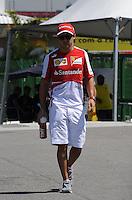 SAO PAULO, SP, 22.11.2013 - F1 - GP BRASIL - TREINOS LIVRE - <br /> O piloto brasileiro Felipe Massa da equipe Ferrari, chega para primeira sessão de treinos livres para o Grande Prêmio do Brasil de Fórmula 1, no Autódromo de Interlagos, na zona sul de São Paulo, nesta sexta-feira (22). Vettel ficou com o terceiro tempo ao marcar 1min25s387. A prova está marcada para domingo. (Foto: Lukas Gorys / Brazil Photo Press).
