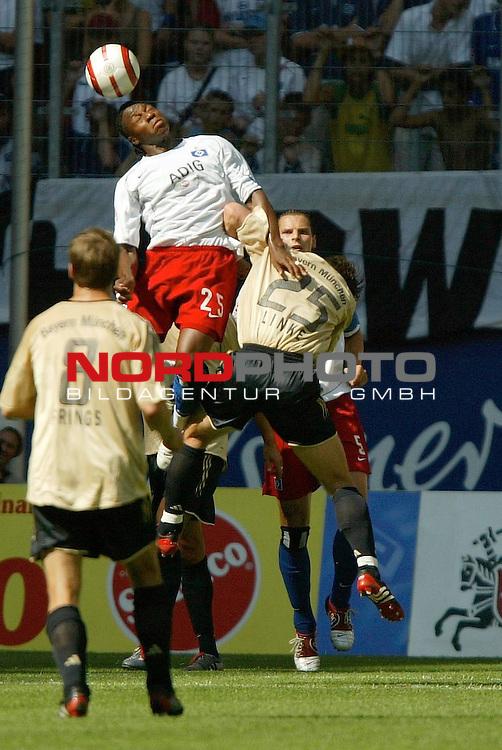 BL 2004/2005 1.Spieltag<br /> <br /> Hamburger SV vs FC Bayern Muenchen ( M&not;łnchen)<br /> <br /> Emile Mpenza kaempft mit dem Bayer Thomas Linke im Kopfballduell um den Ball.<br /> <br /> Foto &not;&copy; nordphoto - Anja Heinemann<br /> <br /> <br /> <br /> <br /> <br /> <br /> <br />  *** Local Caption *** Foto ist honorarpflichtig! zzgl. gesetzl. MwSt.<br /> <br /> <br /> <br /> Belegexemplar erforderlich<br /> <br /> <br /> <br /> Adresse: nordphoto<br /> <br /> <br /> <br /> Georg-Reinke-Strasse 1<br /> <br /> <br /> <br /> 49377 Vechta