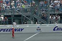 11 September, 2005, Joliet,IL,USA<br /> Winner Dan Wheldon waves the checkered flag.<br /> Copyright&copy;F.Peirce Williams 2005