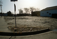 1992 January..Conservation.MidTown Industrial..BUSINESS EXISTING CONDITIONS.AFTER VACANT.BLOCK 2.LOOKING SOUTHEAST FROM26TH & ARMSTEAD...NEG#.NRHA#..