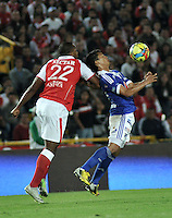 BOGOTA -COLOMBIA-06-04-2013: Marino García (Izq.) jugador del Independiente Santa Fe, disputa el balón con Fredy Montero (Der.) de Millonarios durante partido en el estadio El Campín de la ciudad de Bogotá, abril 06 de 2013. Independiente Santa Fe perdió tres goles a uno con Millonarios en partido por la novena fecha de la Liga Postobon I. (Foto: VizzorImage / Luis Ramírez / Staff). Mariano Garcia (L) player of Independiente Santa Fe fights for the ball with Fredy Montero (R) of Millonarios, during a match at El Campin stadium in Bogota, April 06, 2013. Independiente Santa Fe lost three goals to one with Millonarios in a match for the ninth date of the League Postobon I. (Photo: VizzorImage / Lus Ramírez / Staff).