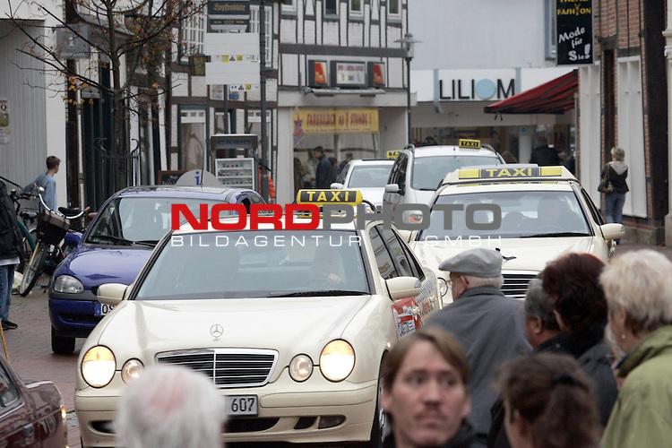 Trauer / Beerdigung zum MOrd an die 39 jaehrige Taxifahrerin in Quakenbrueck Landkreis Cloppenburg<br /> <br /> <br /> <br /> Foto: &copy; nordphoto <br /> <br />  *** Local Caption *** Foto ist honorarpflichtig! zzgl. gesetzl. MwSt.<br />  Belegexemplar erforderlich<br /> Adresse: nordphoto<br /> Georg-Reinke-Strasse 1<br /> 49377 Vechta