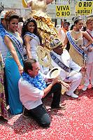 RIO DE JANEIRO; RJ; 08 DE FEVEREIRO 2013 - INÍCIO OFICIAL DO CARNAVAL DO RIO DE JANEIRO - O prefeito Eduardo Paes na entrega a chave da cidade para a Corte Real do Carnaval - Rei Momo, rainha e princesas - oficializando o início da festa no Rio. FOTO: NÉSTOR J. BEREMBLUM - BRAZIL PHOTO PRESS.