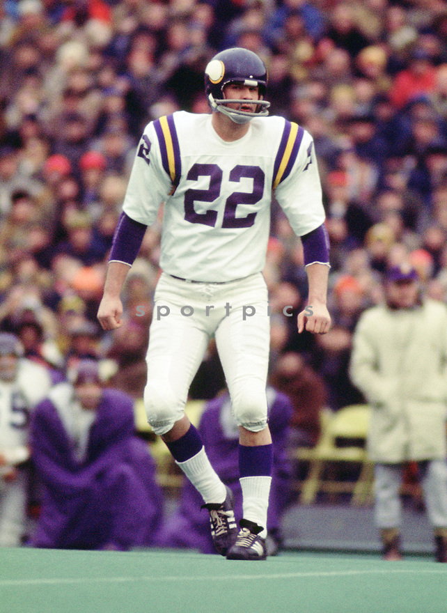 Minnesota Vikings Paul Krause (26) during a game from his 1971 season with the Minnesota Vikings. Paul Krause played for 16 season with 2 different teams. He was a 8-time Pro Bowler and and was inducted into the Pro Football Hall of Fame in 1998.(SportPics)